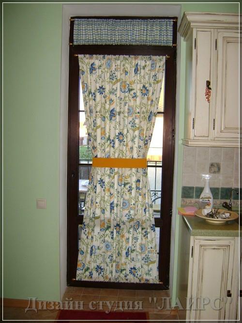Как задекорировать пластиковую балконную дверь без окна..