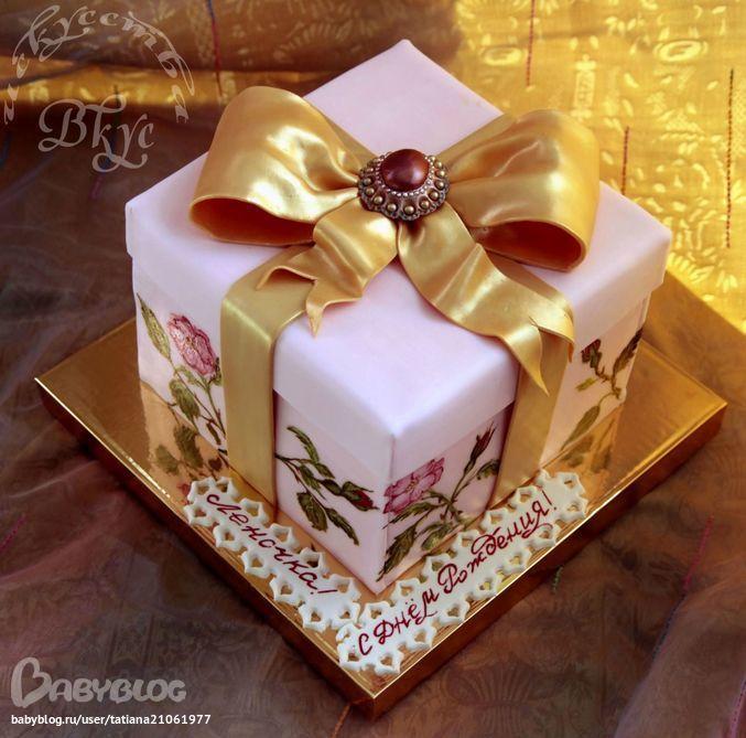 Подарок в виде коробки торта
