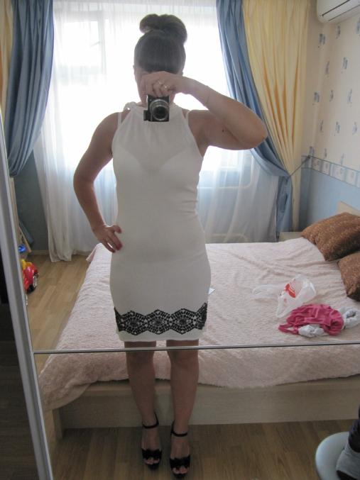 Белье просвечивает под платьем
