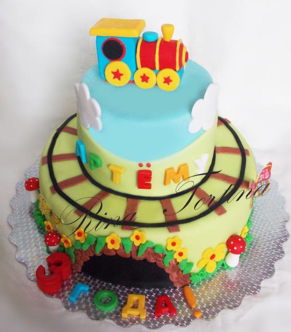 Бисквитный торт с вишней и сливками фото 3