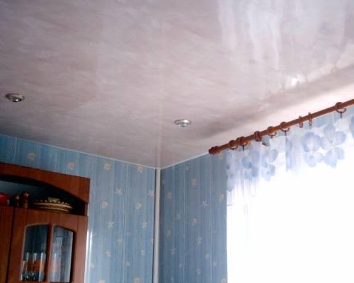 Не пыльных способов смонтировать красивый потолок считаются па…