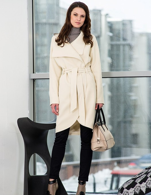 Светло бежевое пальто с чем носить