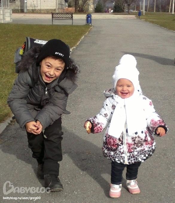 Развлекаются брат с сестрой 25 фотография