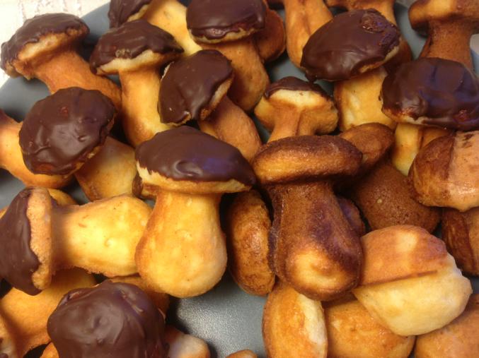 Рецепт печенья на сковороде с формами на газу грибочки — 1