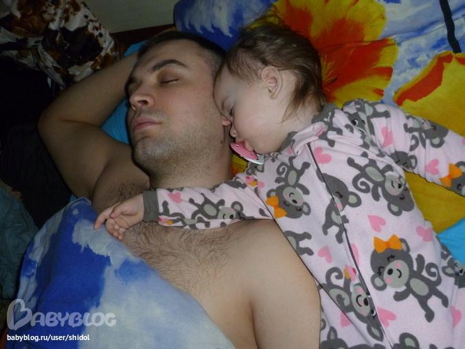 Фото спящей голой сестры
