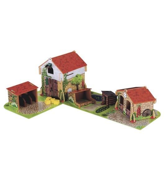 Размести на игрушечной ферме фигурки животных: лошадь, козу, осла, корову, телёнка, овцу, ягненка, свинью...