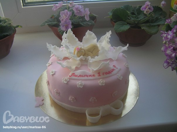 выбрала тортик на годик.