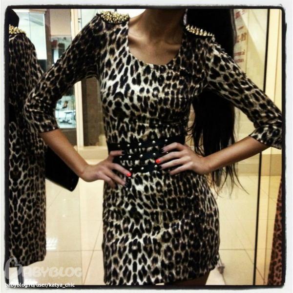 LEO Короткое платье