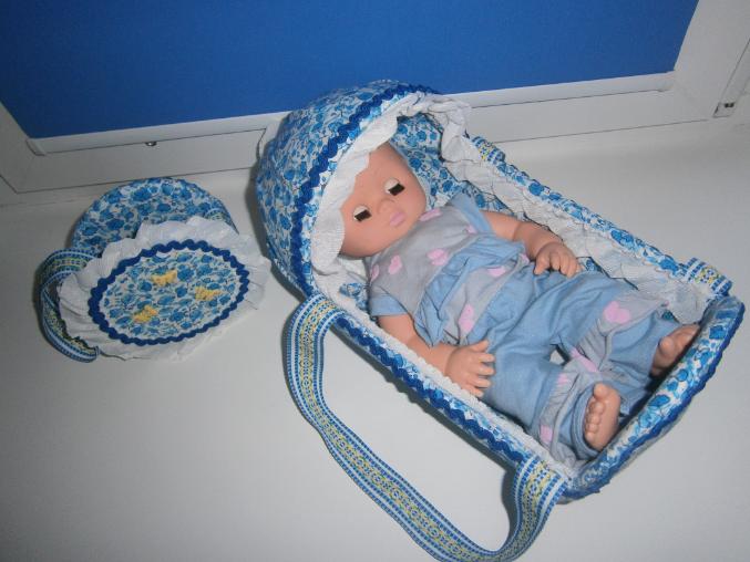 Кроватка для куклы из ткани