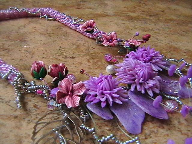 Ожерелье из бисера, с цветами нежно сиреневого цвета из полимерной глины.  Это праздничное украшение подчеркнет вашу...