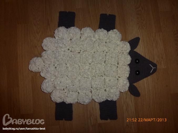 Овечка из помпонов коврик