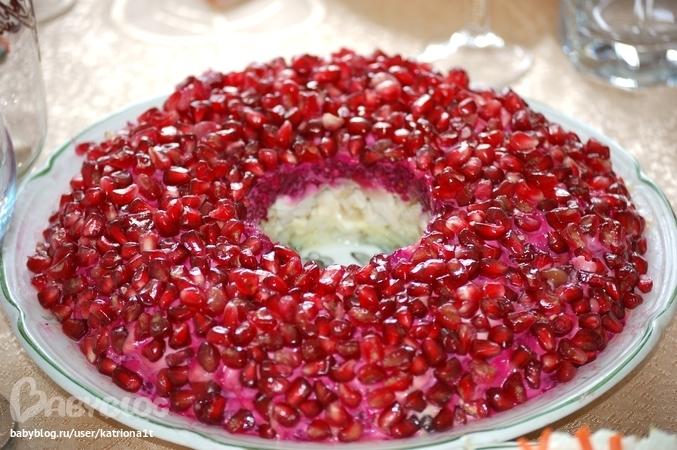 Вкусный салат гранатовый браслет с