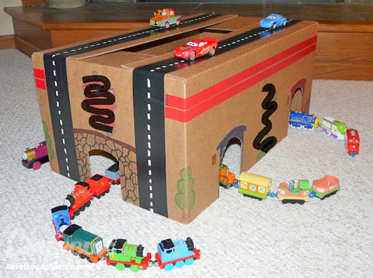 Видео как сделать гараж для машинок своими руками из коробки