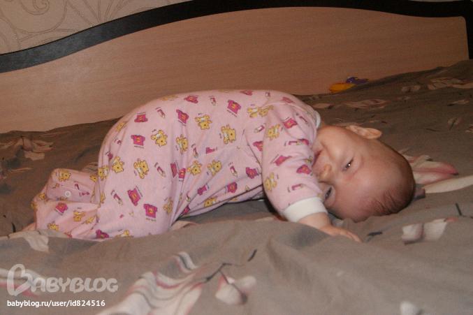 Ребенок 2 года во сне встает на четвереньки