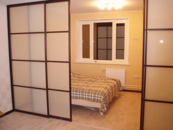 Две двери в комнате дизайн 182